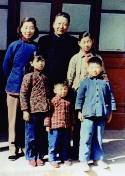 Une photo de la famille de Xi Jinping en 1959. /CCTV (PRNewsfoto/CGTN)