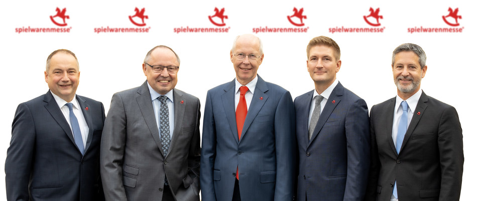 At the end of June 2021, Ernst Kick (2nd from left) and Dr. Hans-Juergen Richter (3rd from left) will hand the executive reins of Spielwarenmesse eG to a three-strong team recruited from the cooperative's own ranks (from left): Jens Pflüger, Florian Hess and Christian Ulrich.