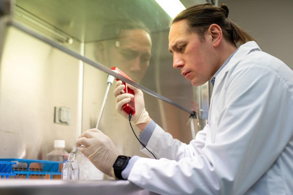 Researcher at Princess Margaret Cancer Centre. (CNW Group/Princess Margaret Cancer Foundation)