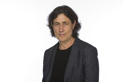 Chantal Hébert, a regular political contributor to news organizations including the Toronto Star, L'Actualité and CBC's The National, shares her perspectives on politics and leadership amidst COVID-19 with J-Talks Live host Anna Maria Tremonti on May 21 at 1 p.m. (CNW Group/Canadian Journalism Foundation)