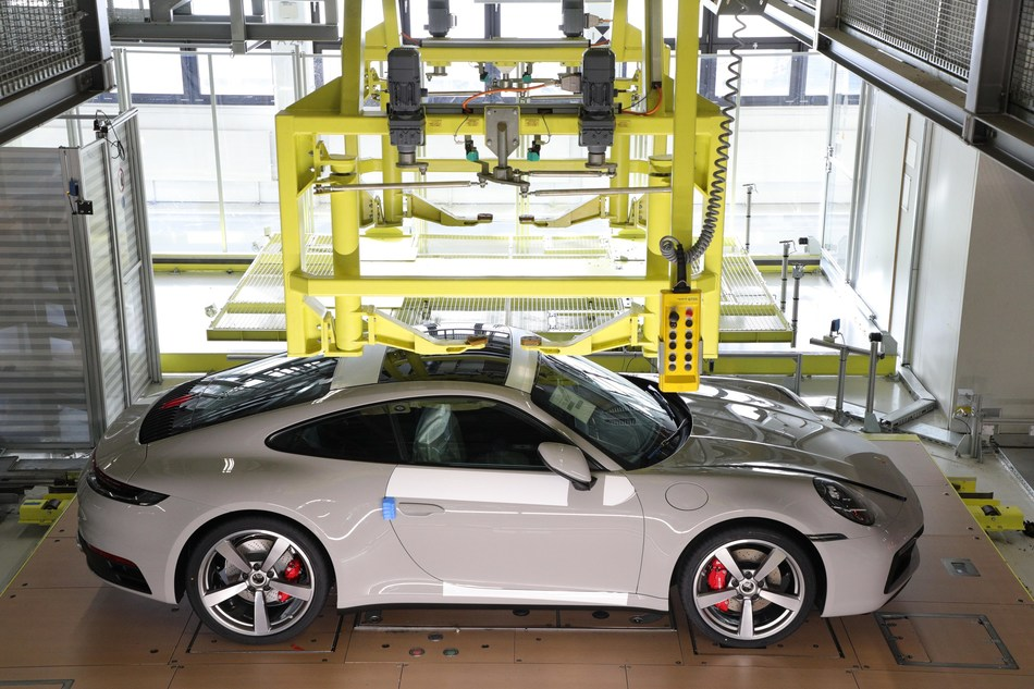 Behind the Scenes – seeing your Porsche in production.