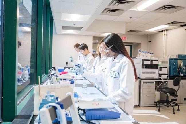 El laboratorio de QPS, que cumple con las BPL y tiene la certificación CLIA, de Newark, Delaware, Estados Unidos.
