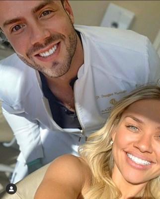 """""""Seria essencial que o paciente enxergasse o sorriso como um dos principais e indispensáveis pontos para obter o melhor resultado da sua harmonização facial'', diz o Dr. Douglas Mattiollo"""