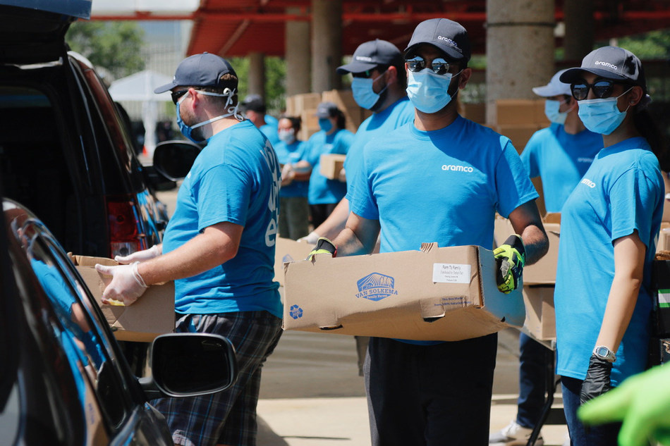 Aramco Americas volunteers turned out to support a mass food distribution event supporting the Houston Food Bank on May 19, 2020.