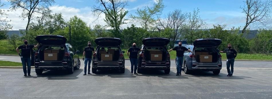 """Los """"Telluriders"""" de Kia Motors continúan distribuyendo protectores faciales a hospitales y centros médicos en todo el país (PRNewsfoto/Kia Motors America)"""
