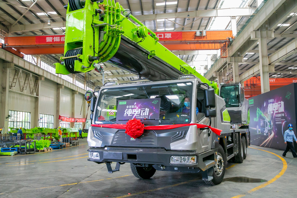 Zoomlion Produces the World's First Pure Electric Truck Crane, Takes the Lead in Environmental Protection Construction in Machinery Industry