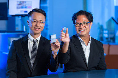 The research team led by Professor Ken Yung Kin-lam (right), Professor of the Department of Biology, and Dr Jeffery Huang Zhifeng, Associate Professor of the Department of Physics at HKBU, has developed a pioneering nanomatrix that can stimulate neural stem cells to differentiate into nerve cells and can offer help for treating Parkinson's disease.
