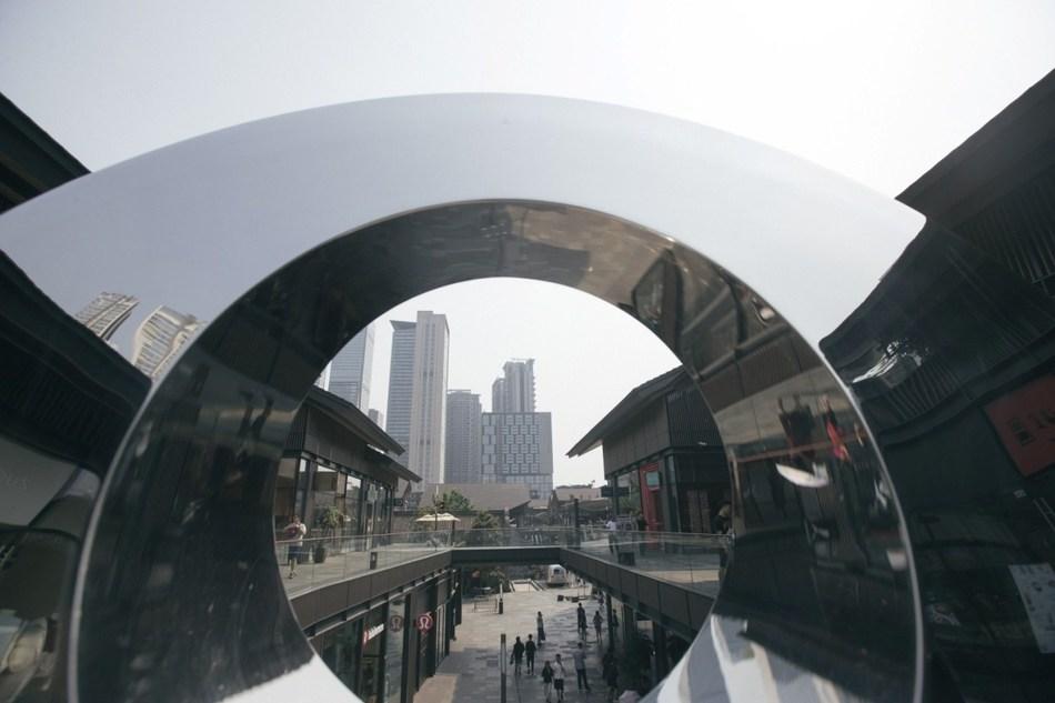 Le complexe Sino-Ocean Taikoo Li à usage mixte et voué principalement au commerce de détail se trouve au cœur de Chengdu, près du quartier commercial Chunxi Road. Photo/Zhang Jian (NBD) (PRNewsfoto/National Business Daily)