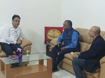 C. N. Ashwath Narayan, Deputy Chief Minister of Karnataka (Left) with George Mattackal, President, Asia Pacific Global Delivery Centres of Excellence, CGI (Center) and Sudhir Subbaraman, SVP and BU Leader, CGI (Right), supporting the Karnataka government in their pandemic related efforts.