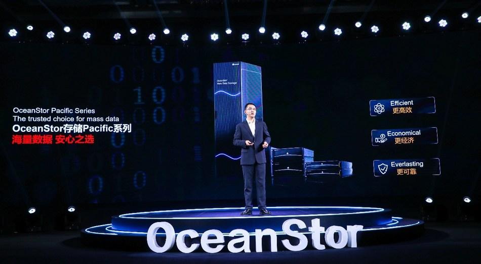 Peter Zhou, presidente da linha de produtos de visão inteligente e armazenamento de dados da Huawei, lança a nova geração da série OceanStor Pacific (PRNewsfoto/Shenzhen Huawei Technology Co.,)