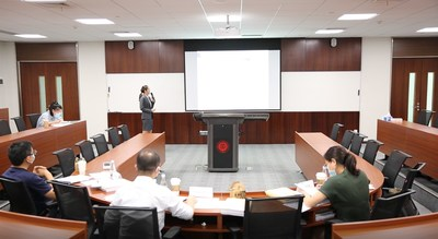 An MA student in her onsite defense