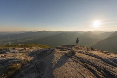 Un investissement de 5 millions $ du ministère du Tourisme du Québec permettra d'assumer la moitié du prix de cartes annuelles qui donnent un accès illimité aux 24 parcs nationaux gérés par la Sépaq pendant 12 mois. (Groupe CNW/Société des établissements de plein air du Québec)
