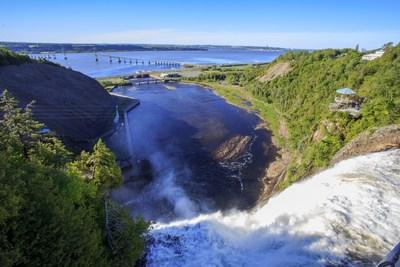 Le secteur du haut du Parc de la Chute-Montmorency et ses services seront rouverts à l'ensemble de la population dès le 20 juin. Ce site patrimonial qui offre une vue imprenable sur la chute, sur l'île d'Orléans, le fleuve Saint-Laurent et la ville de Québec est l'une des attractions les plus courues de la région de la Capitale-Nationale. (Groupe CNW/Société des établissements de plein air du Québec)
