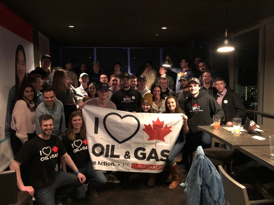 Students from the University of Alberta at the first-ever Students for Canada event showing their support for Canadian natural resources (CNW Group/Canada Action Coalition)