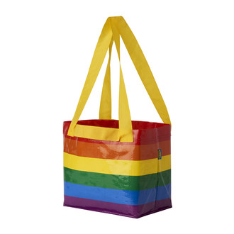 Le produit de la vente des sacs arc-en-ciel STORSTOMMA offerts en édition limitée servira à soutenir le partenaire national PFLAG Canada (Groupe CNW/IKEA Canada)