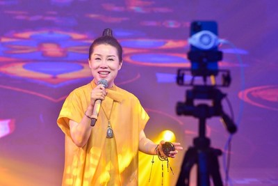 Chinese amateur singer Li Yuer is hosting a 9-hour online charity concert on Kuaishou, receiving a total of 2 million views