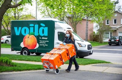 Voilà by Sobeys teammate delivers grocery orders in Vaughan, Ontario (CNW Group/Empire Company Limited)