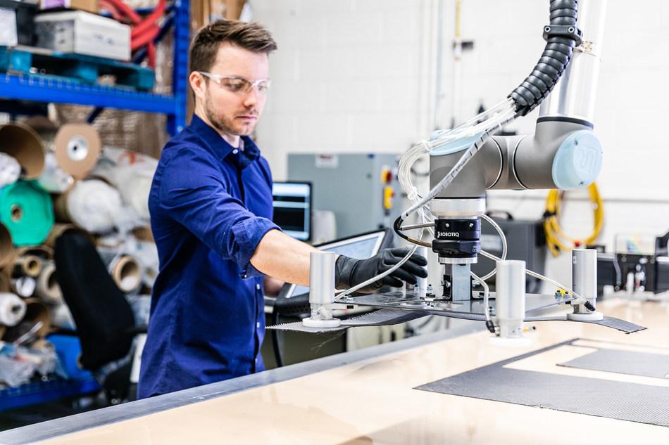 Accessible en mode virtuel ou en personne, le centre d'expertise industrielle (CEI) de Longueuil, portant dorénavant le nom de DigifabQG, est un point de contact unique pour les fabricants où des experts neutres offrent plusieurs services afin d'accélérer l'appropriation des technologies, en vue de faciliter leur transformation numérique. Membre d'un réseau composé de quatre CEI (Longueuil, Saint-Laurent, Drummondville et Québec), DigifabQG est stratégiquement situé au 1330, boul. Curé-Poirier Ouest à Longueuil, dans des locaux du Centre de formation professionnelle Pierre-Dupuy de la Commission scolaire Marie-Victorin (CSMV). L'inauguration des lieux physiques aura lieu en septembre 2020. (Groupe CNW/Del)