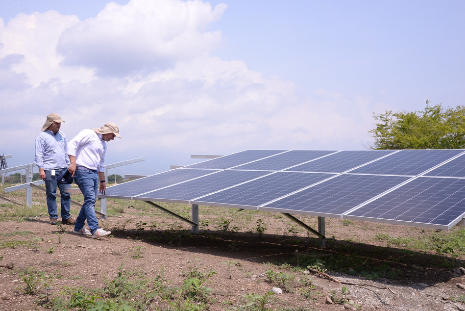 Khiron's 2,600 panel Solar Park at it's Doima, Colombia facility (CNW Group/Khiron Life Sciences Corp.)