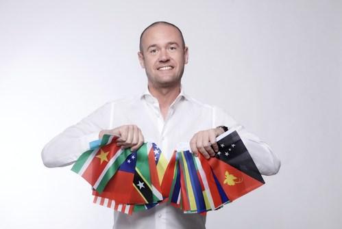 Business Advisor Lorenzo Riccardi completed the greatest business travel around the world (PRNewsfoto/200 Economies)