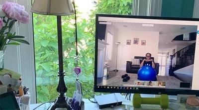Une employée de Medtronic offre des sessions d'entrainement virtuelles (Groupe CNW/Medtronic Canada ULC)