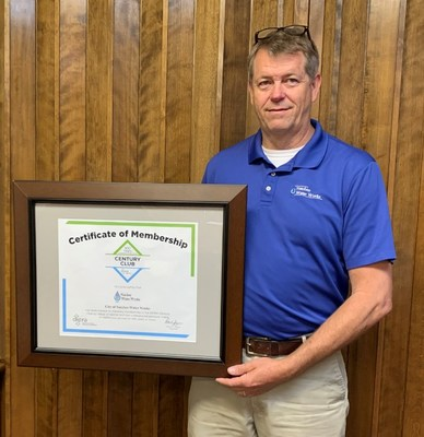 City of Natchez (MS) Water Works Utility Superintendent Tony W. Moon holds DIPRA's Century Club Certificate, which recognizes utilities that have had cast iron pipes in service for 100 years or more.
