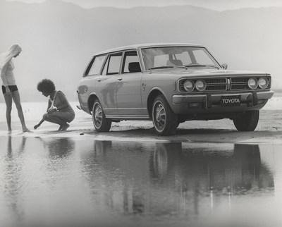 1973 Corona Wagon (CNW Group/Toyota Canada Inc.)