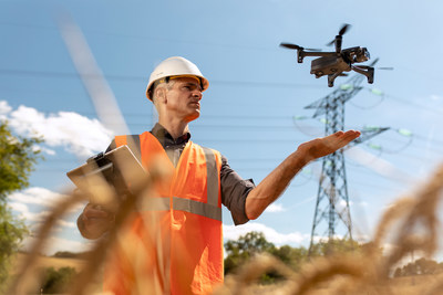 A compact and easy-to-operate drone for first responders' missions.