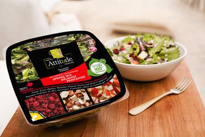 Les salades Attitude Fraîche maintenant offertes dans des emballages en plastique 100 % recyclé et recyclables fabriqués par Cascades. (Groupe CNW/Cascades Inc.)