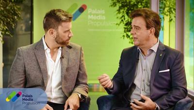 Robert Mercure (à droite), PDG du Palais des congrès de Montréal, en entrevue grâce à Palais Média Propulsion (Groupe CNW/Palais des congrès de Montréal)