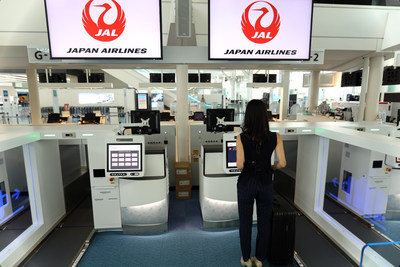 Japan Airlines JAL passengers are already using the self bag drop system (PRNewsfoto/Materna IPS)