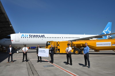 First delivery of an Airbus A321LR for Air Transat with sustainable aviation fuel (left to right): Damien Imbert, Head of Contracts Delivery, Airbus Hamburg, Capt. Manuel Chabot, Air Transat, Gunnar Gross, Project Leader Sustainable Air Fuel Airbus Hamburg, Jürgen Kuper, General Manager Air bp Continental Europe, Capt. Andrew Gordon, Air Transat and Ronny Stelter, Consultant Manager New Aircraft Acceptance and Delivery, AerCap. (CNW Group Ltd./Transat A.T. Inc.)