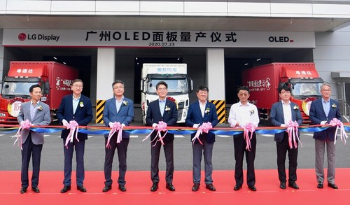 The tape-cutting ceremony at LG Display's OLED panel plant in Guangzhou, China (James Hoyoung Jeong, CEO of LG Display, 4th from left)