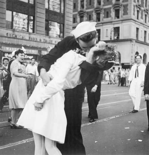 V-J Day in Times Square (The Kiss), New York City, 1945