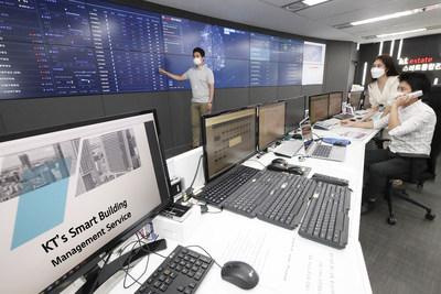 Employees at KT Estate's smart integrated control center at Bundang, Gyeonggi Province, Korea, introduce KT's smart building services.