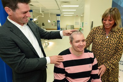 Dr. Michael Wagels and Mr. Brodie Ellis after cranioplasty operation (credit: Princess Alexandra Hospital, used with permission)