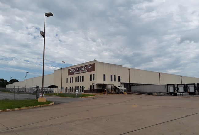Stage Stores' state-of-the-art distribution center in Jacksonville, Texas offers turnkey opportunity for e-commerce, store fulfillment and other applications. The 42.51-acre site also offers undeveloped land for expansion.