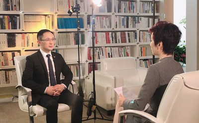 "Adkins Zheng, presidente da TCSA, foi convidado para ser entrevistado pelo programa ""Elite Converge"" da TV Phoenix."