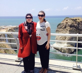 Mariam Hamaoui with her grandmother in Lebanon in 2014 (CNW Group/International Development and Relief Foundation)