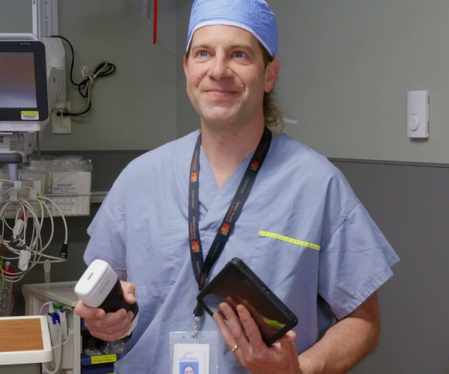 Dr. Oron Frenkel, an emergency physician and reknown POCUS educator has been appointed as Chairman of the Clarius Medical Advisory Board. He is pictured holding the Clarius ultrasound scanner.