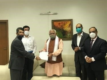 Optum contribution of ₹2,30,00,000 to the Haryana Corona Relief Fund, Government of Haryana Photo shows (from left to right) Mr. Sameer Bansal, Vice President, Optum Global Solutions, Mr. Amit Khatri, Deputy Commissioner Gurugram, Mr. Manohar Lal Khattar, Hon. Chief Minister, Government of Haryana, Mr. Vivek Kler Associate General Counsel, Optum Global Solutions and Mr. Puneet Sawhney, Senior Director, Marketing and Market Intelligence, Optum Global Solutions