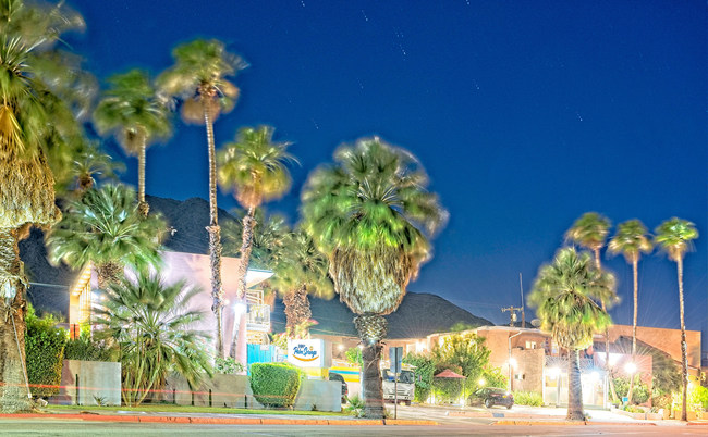 Evenings are magical at Inn at Palm Springs. Close to Joshua Tree National Park, the world-famous Palm Springs Aerial Tramway, Agua Caliente Casino, Cabazon Outlets, mid-century modern architecture, and fabulous restaurant choices, the Inn offers a something special for everyone who chooses to visit.