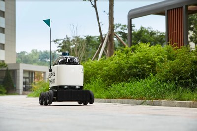 It can run for more than 8 hours, and it can deliver at night as well with its headlights. Dilly Drive can carry about 6 lunch boxes or 12 cups of beverages per delivery.