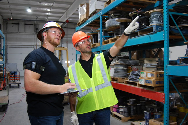 Safety Manager and Employee wearing MākuSafe wearable device