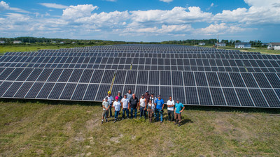 Fisher River Cree Nation unveils Manitoba's biggest solar farm, a source of Bullfrog Power's green energy (CNW Group/Bullfrog Power Inc.)
