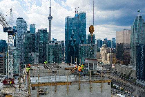 100 Queens Quay East reaches completion of exterior structure (CNW Group/Menkes Developments Ltd)