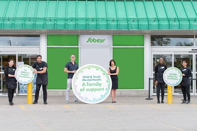 "Mark Hierlihy, President and CEO, Canada's Children's Hospital Foundations, Sandra Sanderson, Senior Vice President, Marketing, Sobeys Inc. (centred, left to right) and Sobeys Inc. teammates celebrate the launch of historic partnership, ""A Family of Support"" Child and Youth Mental Health Initiative, at Sobeys Queensway in Toronto, ON. (CNW Group/Sobeys Inc.)"