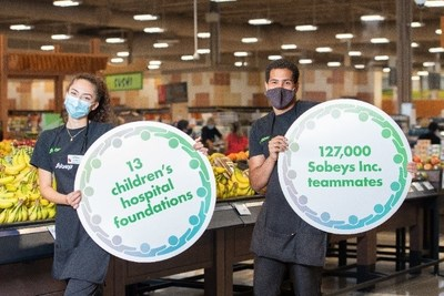 "Sobeys Inc. teammates proudly show their support for the newly launched ""A Family of Support"" Child and Youth Mental Health Initiative at Sobeys Queensway in Toronto, ON. (CNW Group/Sobeys Inc.)"