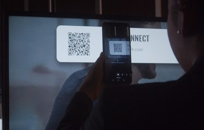 Guests scan the enseoCONNECT QR code with their smartphone to control connected guest room devices
