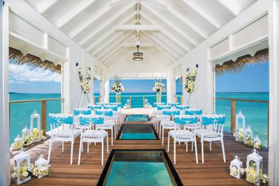 Chapelle de mariage Serenity sur l'eau à Sandals Resorts